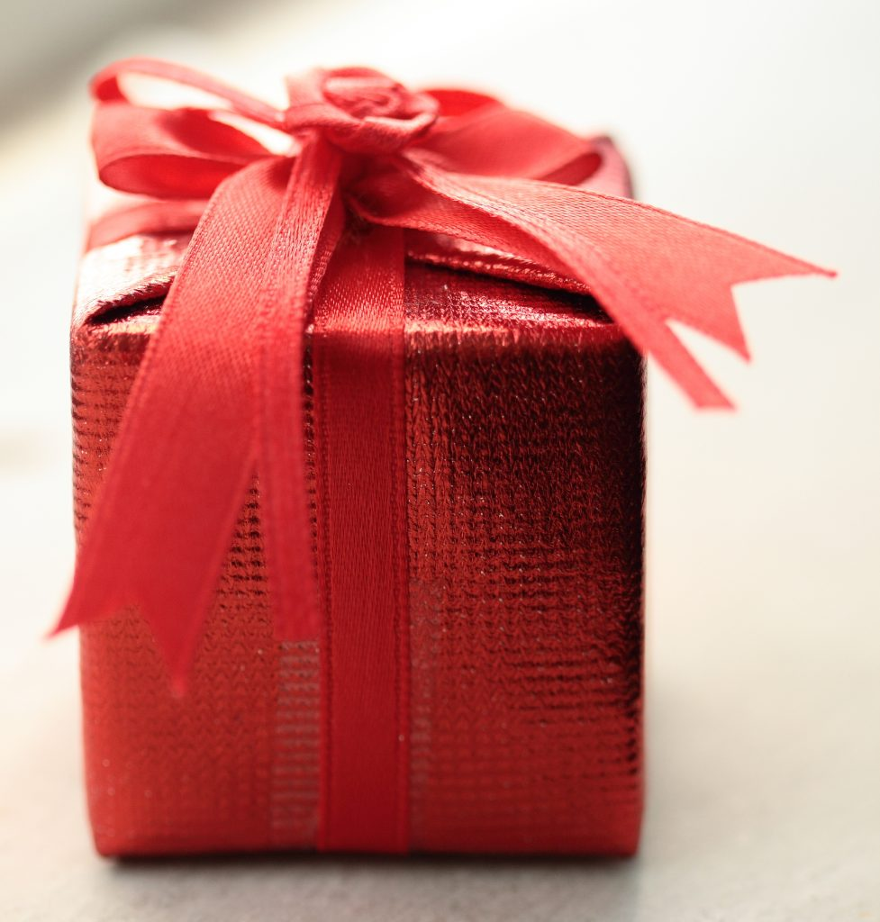 holiday gift shopping, money saving tips